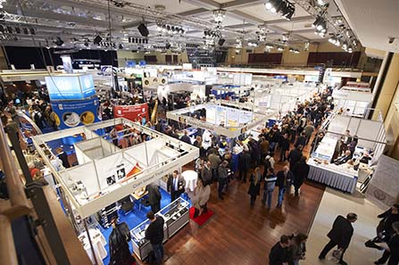 Over 300 exhibitors, among them more than 50 state mints and national banks, on an exhibition area of 8,000 square metres. This range is second to none.