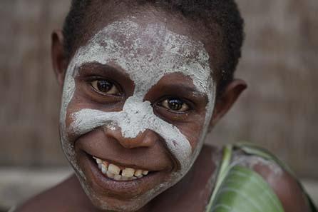Dieses Kind kann dank Unterstützung aus dem Westen zur Schule gehen. Foto: Ulla Lohmann.