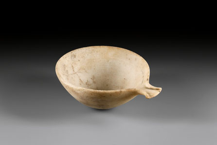 21: Cycladic bowl with sprout. Early Cycladic II, c. 2700-2400 / 2300 B. C. H 6.5 cm, diameter 13.5 cm. Marble. From Waltz Collection, 1970s. Estimate: 8,000 Euros. End result: 126,500 Euros.