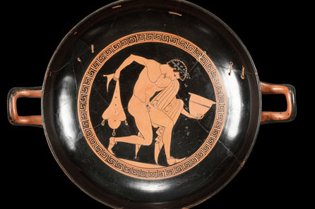 53: Attic bowl of Onesimos. About 490 B. C. H 9.3 cm, diameter without handles 23.2 cm. From Waltz Collection, 1970s. Estimate: 20,000 Euros. End result: 414,000 Euros.