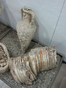 Finds from the sea, in the museum of Anemourion. Photo: KW.
