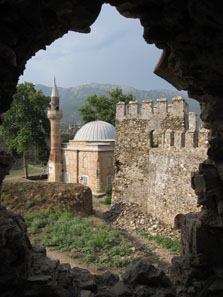 A mosque in the inner ward of the castle. Photo: KW.