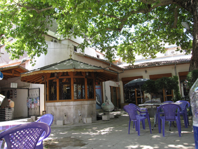 Shade and calmness in the bazaar. Photo: KW.