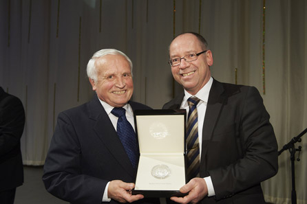 Günther Waadt, Director of the Bavarian State Mint, was honoured with the World Money Fair Award 2012.