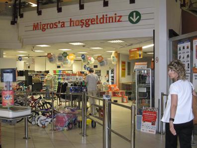 Willkommen beim türkischen Migros. Foto: KW.