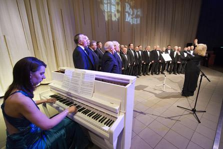 Die Royal Mint importierte einen kompletten Chor.
