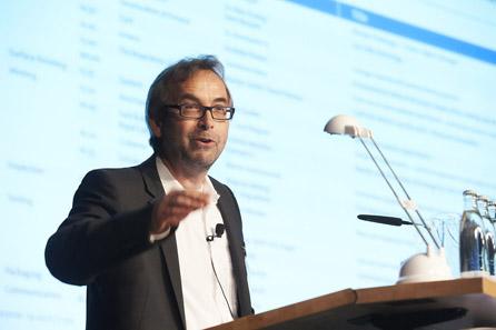 Dieter Merkle eröffnet das Technical Forum.