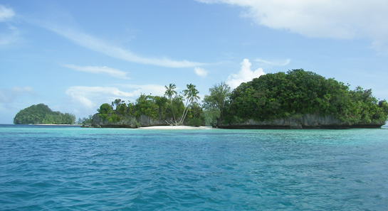 So sieht es in Palau aus: Rock Islands, Palau. Foto: Peter R. Binter / Wikipedia.