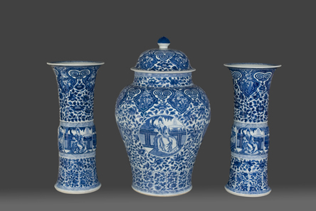 Chinese porcellan (1662-1722) made for export. Exhibited at TEFAF Maastricht 2012 by Luis Alegria.