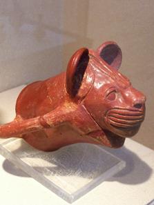 Keramikgefäß in Form eines Löwinnenkopfes. Foto: UK.