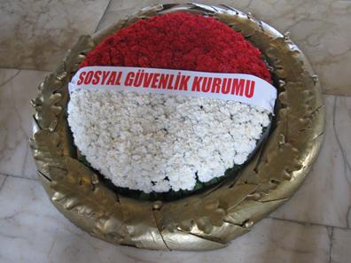 Eichenkrone vor dem Sarkophag Atatürks. Foto: KW.