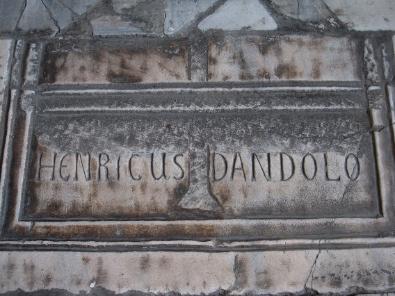 Gedenkstein an Enrico Dandolo, Doge von Venedig. Foto: KW.