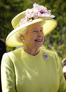 Queen Elizabeth II, 2007. Photo: NASA / Wikipedia.