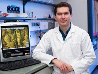 Dr. Robert Lehmann in seinem Münzanalytik-Labor.