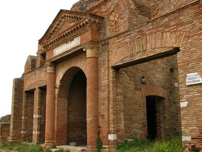 Die Horrea Epagathiana in Ostia bei Rom erlaubten das Lagern großer Getreidevorräte. Quelle: Patrick Denker / Wikipedia.