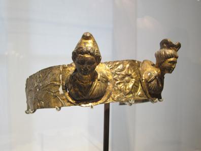 Priesterkrone eines Kybelepriesters. Berlin, Altes Museum Foto: UK.