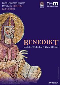 Plakat. Bildausschnitt aus einer Handschrift. Zu sehen ist der heilige Benedikt mit der Regel in der Hand. Montecassino, 1022-1035. © Curt-Engelhorn-Stiftung für die Reiss-Engelhorn-Museen.