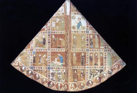 Glockenkasel, St. Blasien, 2. Viertel 12. Jahrhundert. Dargestellt sind zwölf Szenen aus dem Alten Testament und acht aus dem Neuen. © Gerfried Sitar, Benediktinerstift St. Paul im Lavanttal.