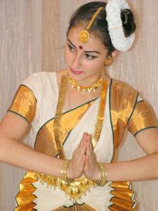 Keralite Dancer in Sari. Source: Wikipedia / Oct11988duh.