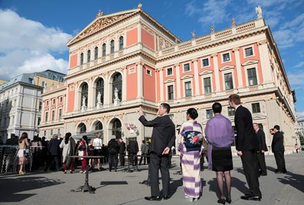 Treffen vor dem Musikverein.
