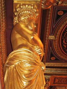 Karyatide im Goldenen Saal.
