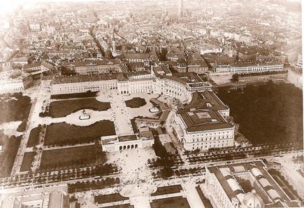 Luftaufnahme der Hofburg von einem Ballon aus, um 1900. Quelle: Wikipedia.
