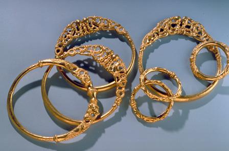 Goldschatz von Erstfeld (UR). 4. Jh. v.Chr. Depositum Kanton Uri. © Schweizerisches Nationalmuseum.