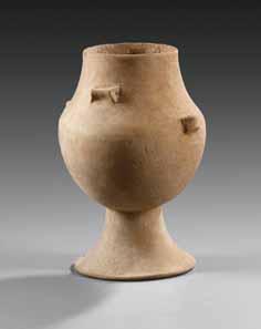 10 SAMMLUNG WALTZ. Kykladisches Kegelhalsgefäß, frühkykladisch II, ca. 2700-2300 v. Chr. Ton. H. 22,0 cm. Taxe: 2.000 / Endergebnis: 28.750 Euro.