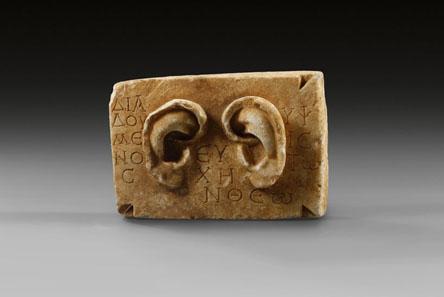 265 Ohrenvotiv, östlicher Mittelmeerraum, röm. Kaiserzeit, 1.-3. Jh. n. Chr. Marmor. Taxe: 10.000 / Endergebnis: 19.550 Euro.