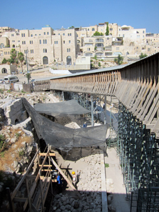 Excavation at the foot of the Wailing Wall. Photo: UK.