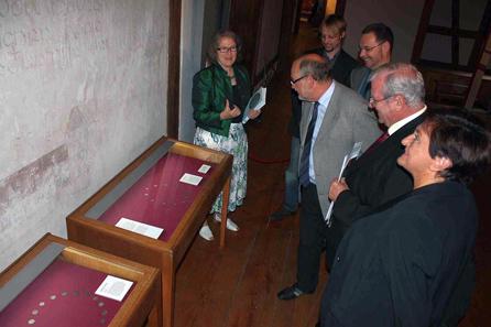 V.l.n.r.: Museumsdirektorin Dr. Regina Hanemann, Kurator Dr. Timo Saalmann, Dr. Hubert Ruß, Numismatiker, Bürgermeister u. Kulturreferent Werner Hipelius, Hans und Ute Reuther.