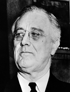 Franklin D. Roosevelt, President of the United States. Portrait photograph made on the steps of St John's Episcopal church after he had attended prayer services marking the ninth anniversary of this first inauguration. March 1942. © Farm Security Administration - Office of War Information Photograph Collection via Wikimedia Commons. / http://creativecommons.org/licenses/by-sa/3.0/deed.en.