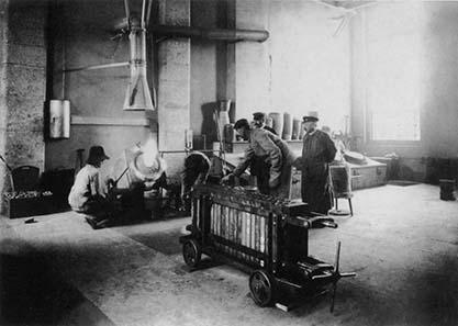 Blick in die Schmelze. Foto 1908. Burgerbibliothek Bern (Fotoalbum