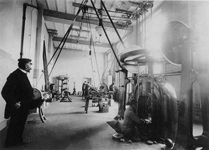 View inside the minting room: friction presses. Photograph 1908. Burgerbibliothek Bern (Photo album
