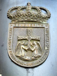 Oviedo's Coat of Arms: Two Angels Bringing the Holy Cross. Photo: KW.