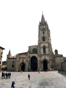 The Cathedral of Oviedo with the Cámara Santa. Photo: KW.