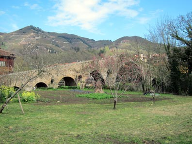 The Roman Bridge of Cangas de Onís. Photo: KW.