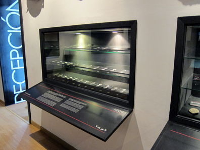 Display case with found coins. Photo: KW.