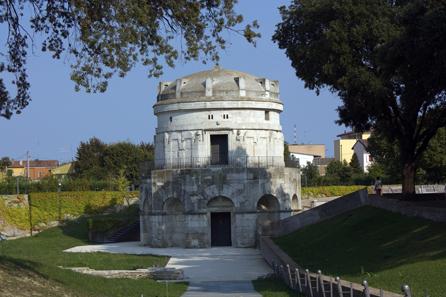 Grabmal des Theoderich in Ravenna. Foto: Eulenjäger / Wikipedia (Creative Commons Lizenz 3.0).
