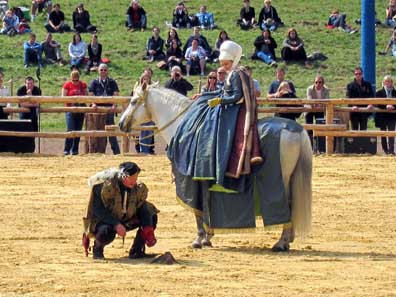 Die Dame, der Falkner und ein Merlin oder Zwergfalke. Foto: KW.