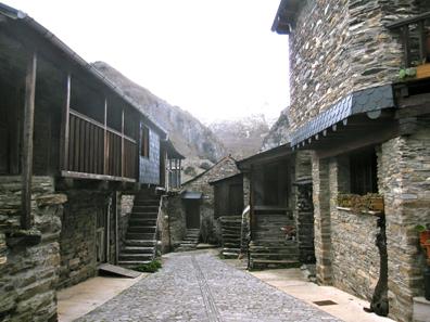 Ein zauberhaft restauriertes Dorf. Foto: KW.