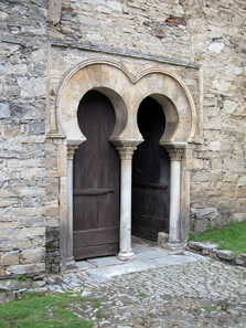 The entrance to the little Mozarabic church. Photo: KW.