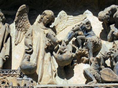 Schon einmal bemerkt: Nie ist auf einem Kirchenportal die Verurteilung einer Seele zu sehen. Foto: KW.