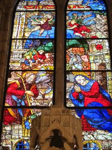 Prachtvolle Glasfenster im Inneren der Kathedrale. Foto: KW.