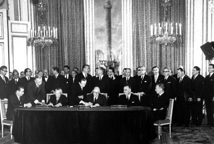 Die Unterzeichnung des Élysée-Vertrags am 22. Januar 1963. Foto: Bundesarchiv, B 145 Bild-P106816 / CC-BY-SA.