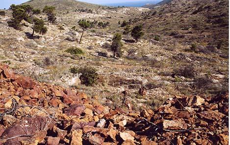 Blick ins das von unzähligen Schächten und Stollen durchzogene Agrileza-Tal.
