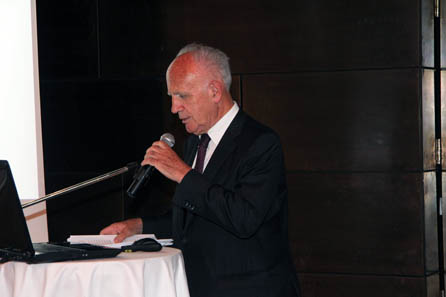 DDr Helmut Rizzolli is not only THE expert on Tyrolean Middle Ages but at the same time a particularly humorous and charming lecturer. Photo: Münze Hall.
