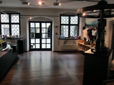 Souvenir shop. Photo: KW.