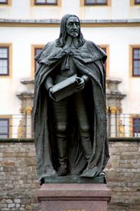 Ernst der Fromme, Denkmal vor Schloss Friedenstein. Foto: Stefan C. Hoja / Wikipedia. http://creativecommons.org/licenses/by-sa/2.0/de/legalcode.