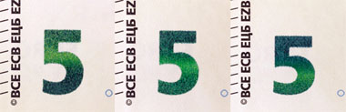 Emerald number: When you tilt the banknote, the shiny number displays an effect of the light that moves up and down. The number also changes colour from emerald green to deep blue. © European Central Bank.